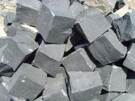 Basaltpflaster gespalten