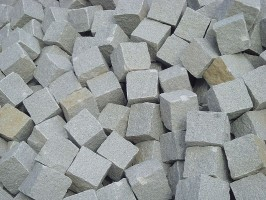 Granitpflaster, gespalten, hellgrau feinkörnig, Türkei