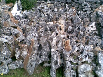 Zierstein aus Kalkstein