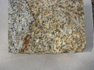Striegauer Granit Herbstlaub, gespalten
