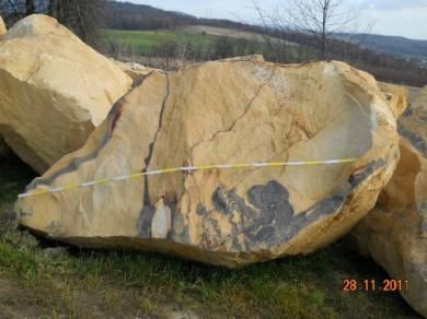 Findling gelber Sandstein