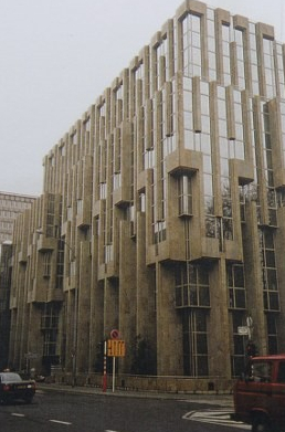 Fianzcentrum Luxemburg, Material: Juparana Granit
